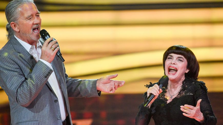 Patrick Duffy et Mireille Mathieu sur le plateau TV de la ZDF 'Welcome to Carmen Nebel' le 29 mars 2018.