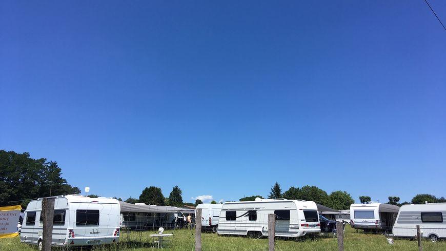 Les gens du voyage se sont installés dimanche sur le terrain privé habituellement utilisé pour accueillir le camping des fêtes de Dax.