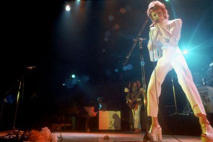 """David Bowie, ici à Los Angeles en 1973, a sorti son titre """"Space Oddity"""" en juillet 1969, à quelques jours des premiers pas d'un humain sur la Lune"""