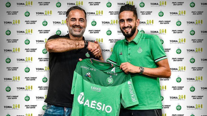 La photo officielle de l'arrivée de Ryad Boudebouz à l'ASSE (photo du club)