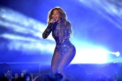 Performance de Beyoncé lors des MTV Video Music Awards du 24 août 2014, à Inglewood, Californie.