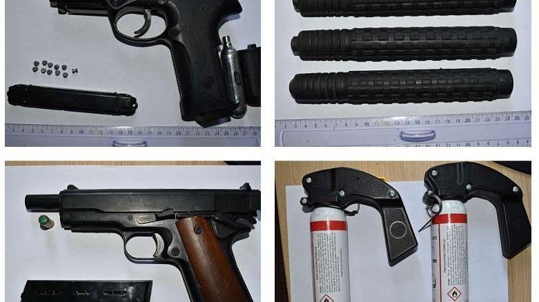 Les pistolets d'alarme saisis chez un rennais de 17 ans