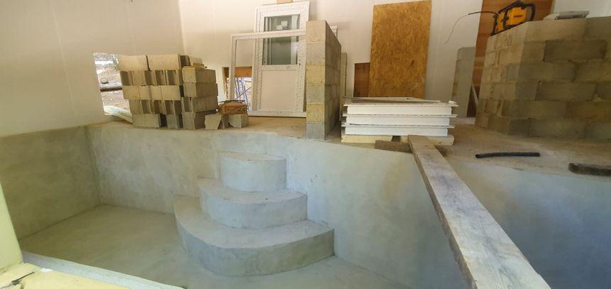 Rien n'est laissé au hasard : une piscine intérieure est en cours d'installation à la réserve de Calviac