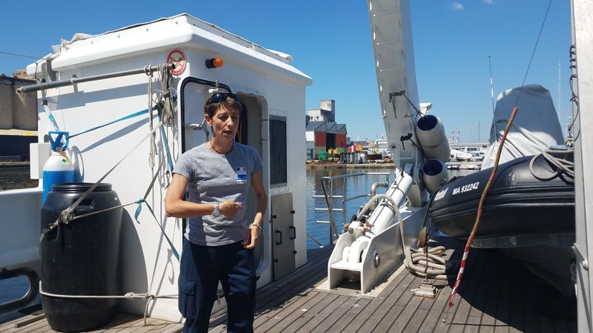Christine Lima, archéologue maritime, dirige les opérations pour le DRASSM.