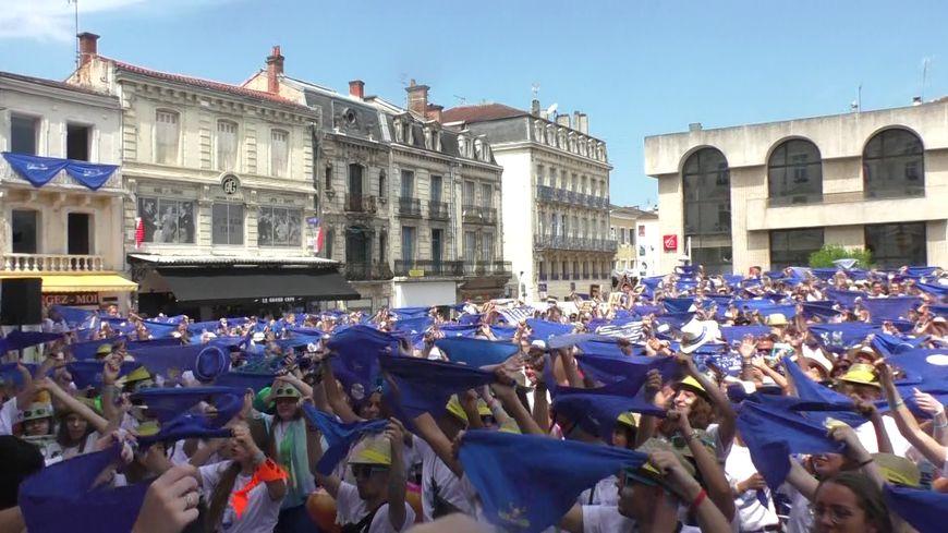 Les hestayres massés sur le parvis de la maire de Mont-de-Marsan poru l'ouverture de la Madeleine 2019