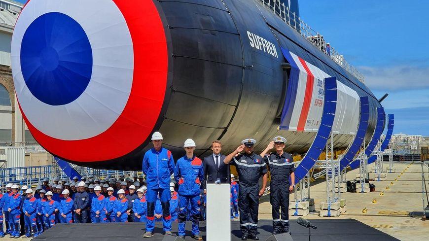 La cérémonie de lancement du sous-marin nucléaire d'attaque Suffren.