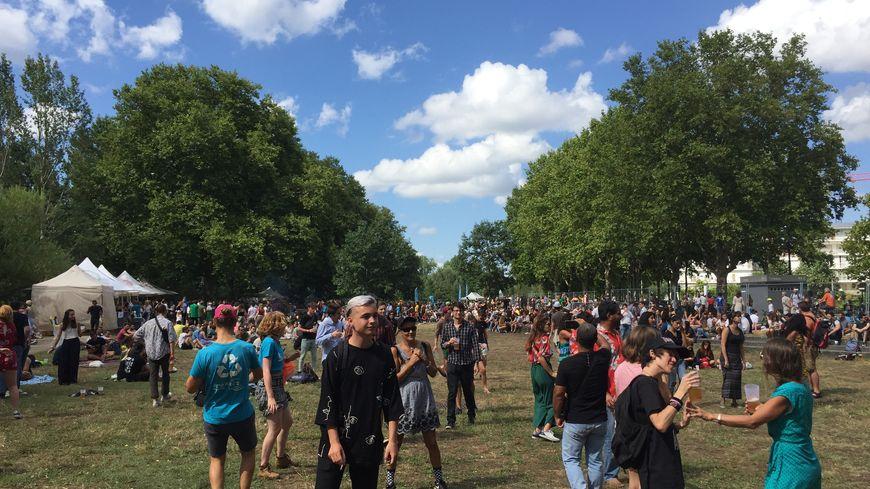Entre 6 000 et 8 000 personnes ont assisté aux concerts ce dimanche au parc aux Angéliques.