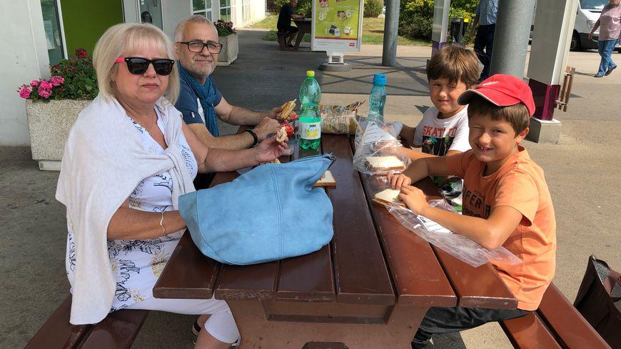 Pause pique-nique avant d'aller à Lons-Le -Saunier