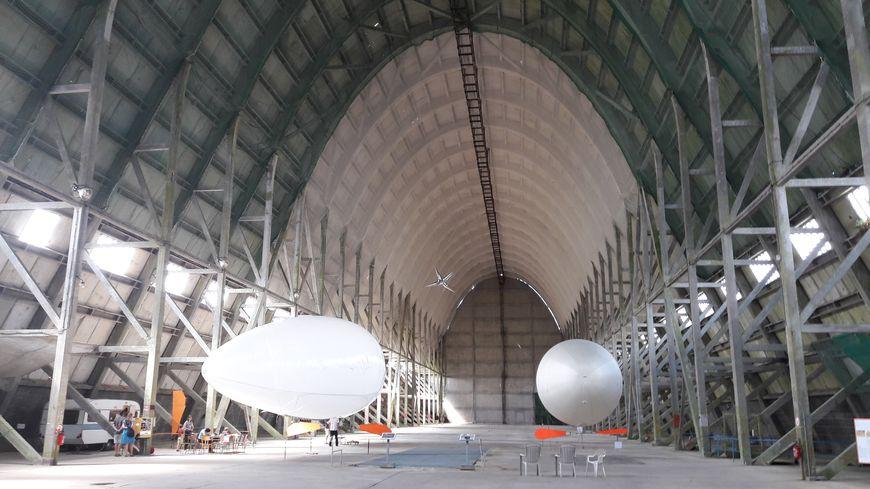 Le hangar à dirigeables d'Ecausseville mesure 150 mètres de long et 31 mètres de haut.