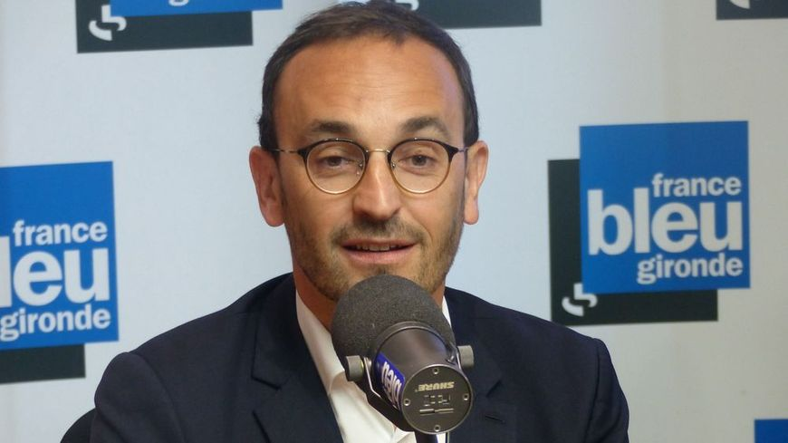 Thomas Cazenave dans le studio de France Bleu Gironde.