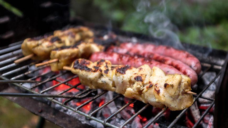 Une viande brûlée contient des substances cancérigènes alors pensez à baisser le feu !