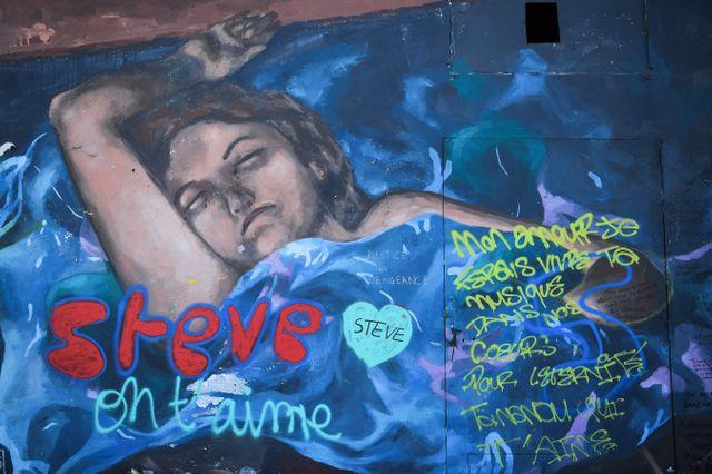 Tags sur le quai Wilson de Nantes, le 15 juin 2019, près de trois semaines après la disparition de Steve Caniço
