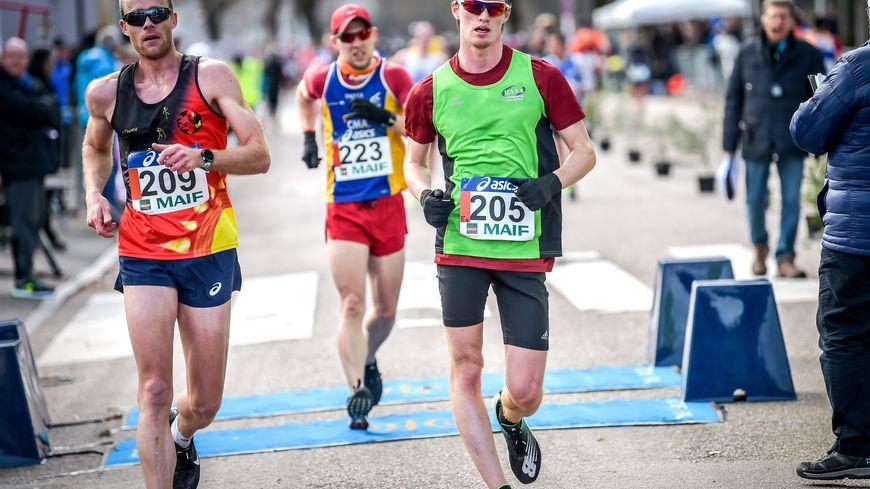 Kévin Campion (gauche) et Gabriel Bordier (droite) lors des championnats de France de marche à Épinal en mars dernier.
