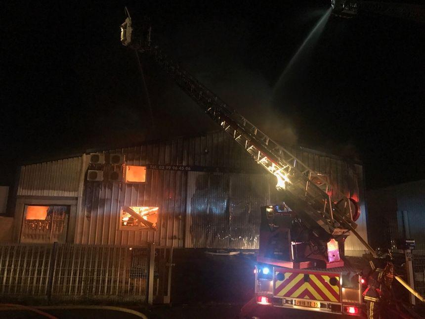 Les pompiers ont pu maîtriser l'incendie vers 3 h du matin ce dimanche.