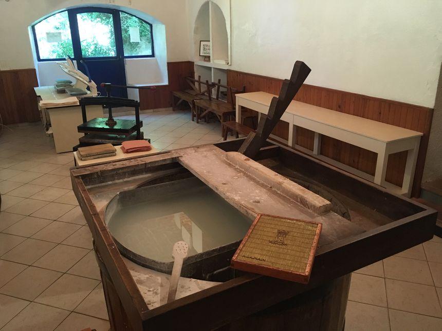 Au musée des papeteries Canson et Montgolfier, des ateliers de fabrication de papier sont proposés.