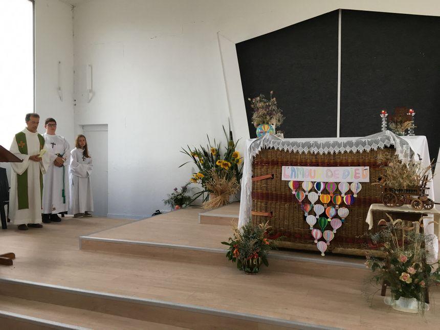 Dimanche, le père Lorinet a célébré la messe des Nations à Chambley-Bussières pour le plus grand rassemblement de montgolfières au monde.