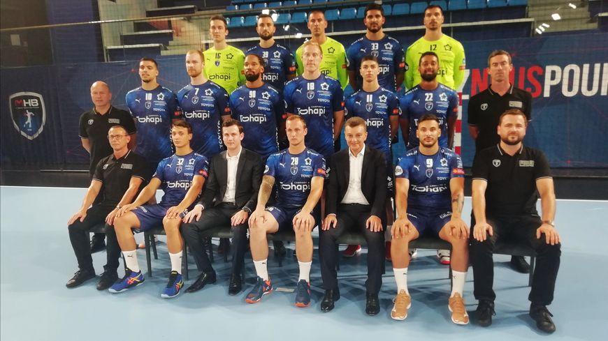 Les joueurs et les dirigeants du MHB ont posé pour la photo officielle de la saison 2019-2020