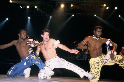 """Johnny Clegg, le """"zoulou blanc"""", s'est éteint le 16 juillet 2019. Artiste, symbole de la lutte conte l'apartheid, a plongé dès l'adolescence dans la culture dans la culture zoulou. (Paris 09/05/82)"""