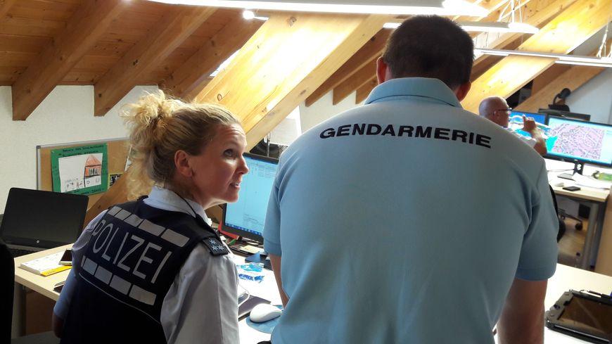 Policière allemande et gendarme français, à Rust (Allemagne), le 23 juillet 2018.