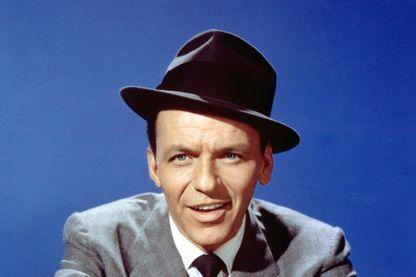 Portrait du chanteur, acteur et producteur Frank Sinatra.