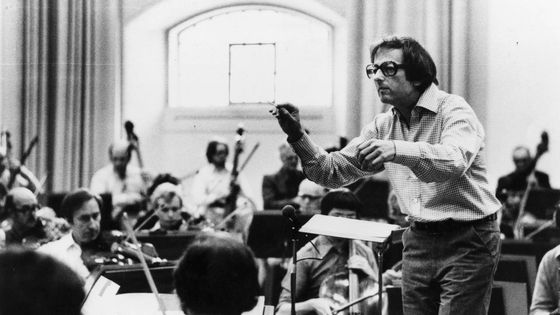 German-born American conductor and composer Andre Previn, musical director of the London Symphony Orchestra (1968 - 1979), conducting the LSO at Southwark, London.