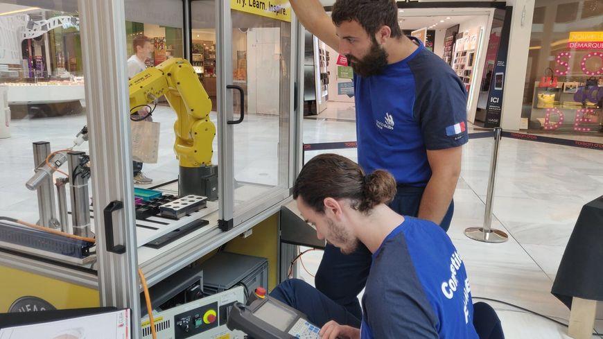 Les deux meilleurs intégrateurs en robotique français en action à la Toison d'Or