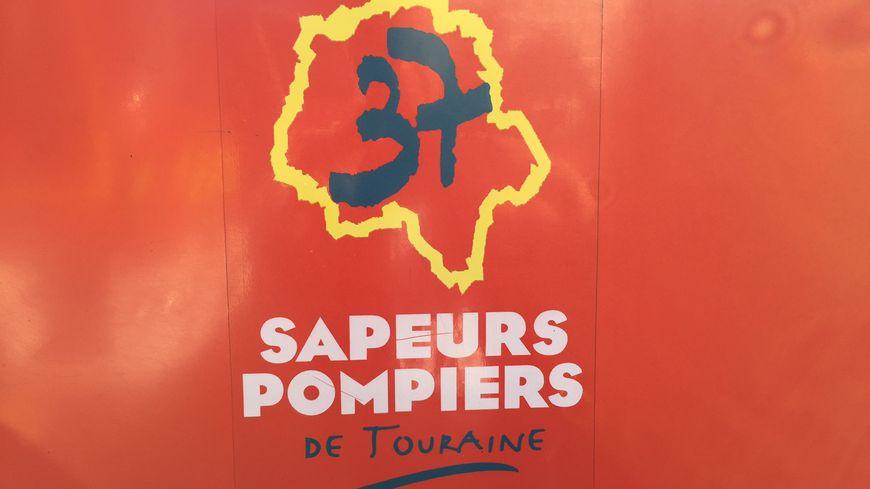 35 pompiers ont été mobilisés pour éteindre l'incendie d'une voiture stationnée en sous-sol impasse George-Sand, à Tours, mardi soir.