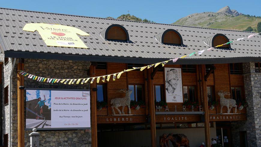 La commune de Valloire (Savoie) aux couleurs du Tour !