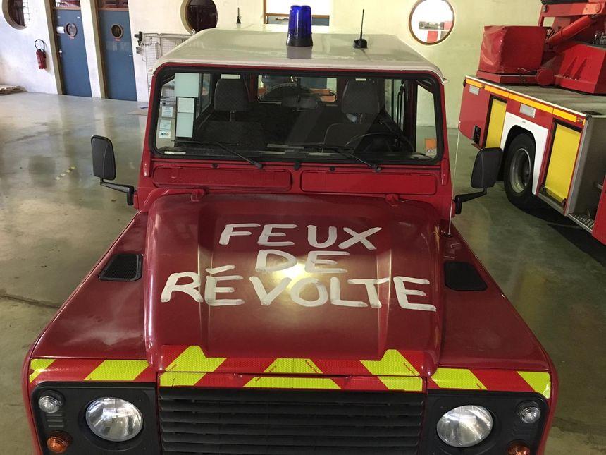 Un slogan qui  traduit la colère des pompiers professionnels en Touraine