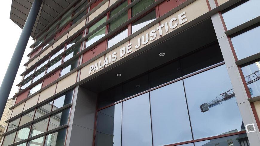 Le palais de Justice de Laval.