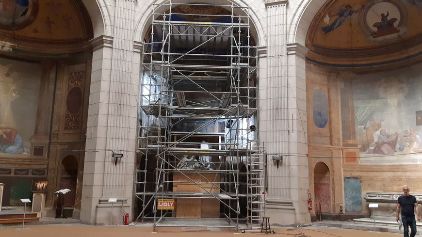 Deux des six fresques de la cathédrale de Boulogne sont très endommagées, suite à des infiltrations d'eau, depuis le dôme de l'édifice.