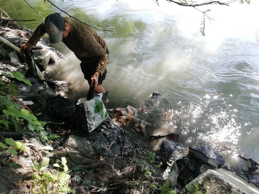 L'ancien bûcheron estime avoir nettoyé cinq kilomètres de berges en 350 heures de travail