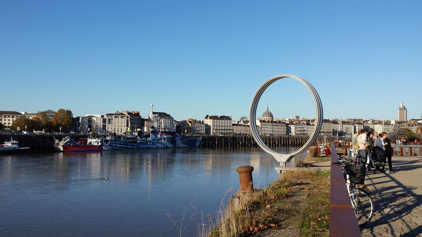 Les quais à Nantes (ici le quai des Antilles) sont majoritairement équipés de garde-corps.