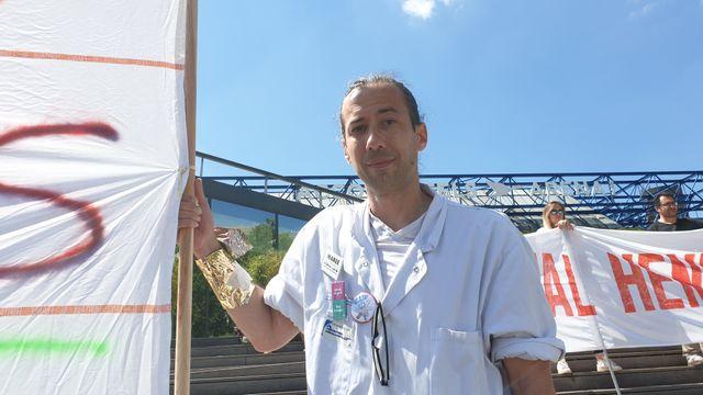 Mobilisé depuis trois mois, Nicolas a rejoint le collectif Inter-Urgences