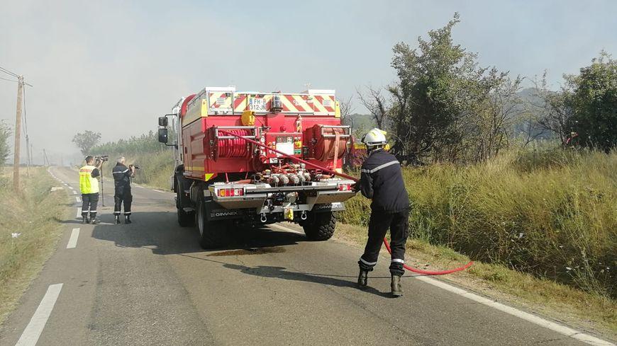Quelque 300 pompiers mobilisés pour tenter de circonscrire le sinistre