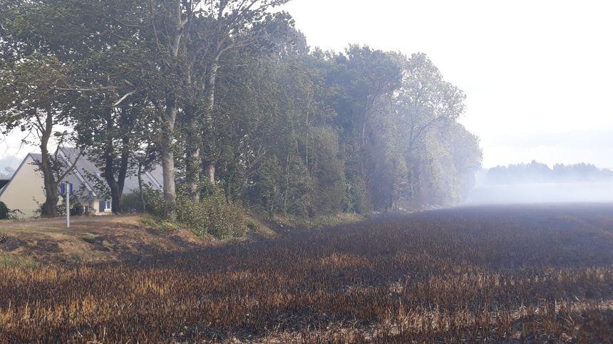 Le feu se rapproche des maisons