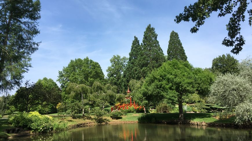 Le parc floral d'Apremont sur Allier offre un espace de détente et de sérénité splendide dans l'un des plus beau village de France