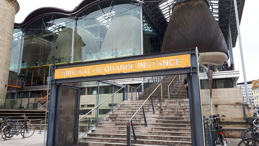 Bordeaux : le vendeur de faux grands crus devant la justice - France Bleu