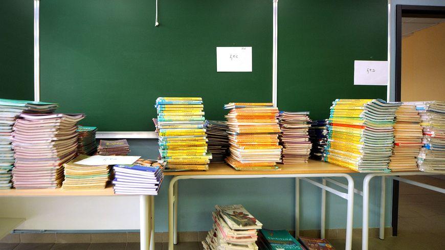 Des milliers de livres vont partir à la poubelle suite aux réformes de l'Éducation Nationale.