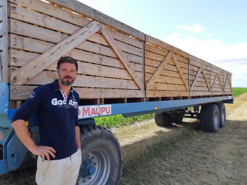 Paul-Henri Leluc, pendant la récolte des pommes de terre, à Faronville