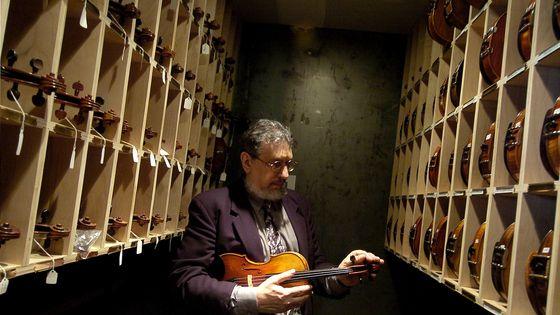 À 73 ans, David Bromberg collectionne 263 violons américains des XIXe et XXe siècles.