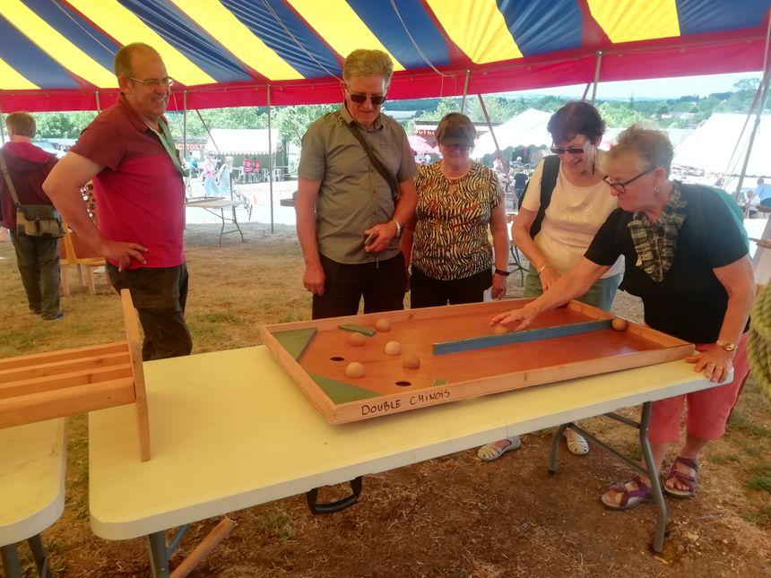 Des jeux en bois sont à disposition des visiteurs