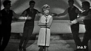 "Étonnez-moi Benoît du 2 juin 2009... Mick Micheyl (1922-2019) Grande Dame du music-hall : ""Avec Frénésies"" !"