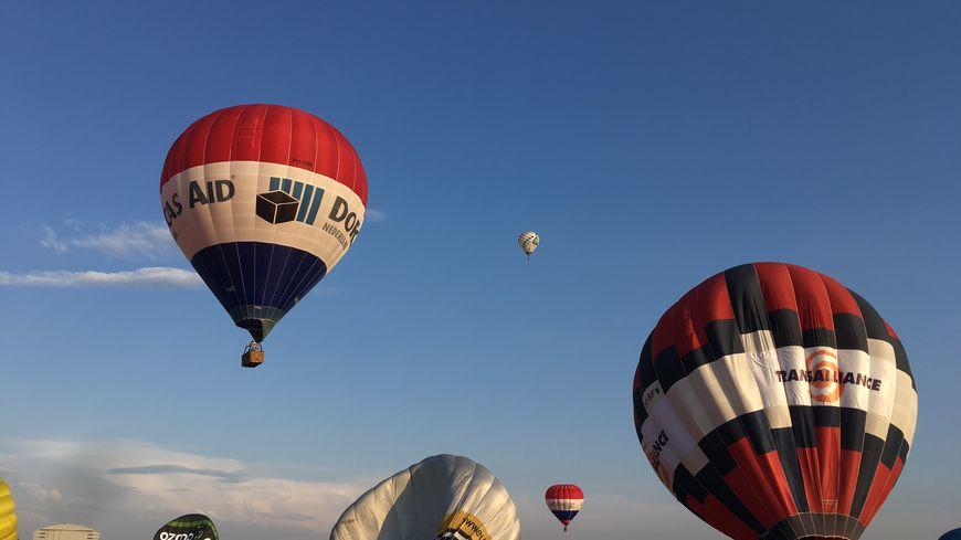Les montgolfières se sont élancées pour le premier vol du Mondial Air Ballons 2019.