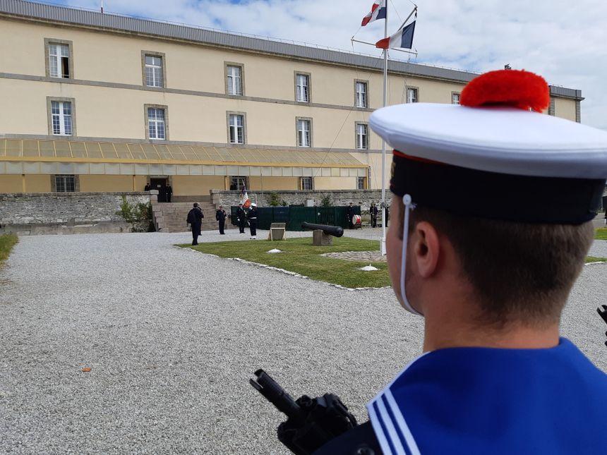 Entrainement, formation aux armes, entretien du matériel : le quotidien du fusilier marin