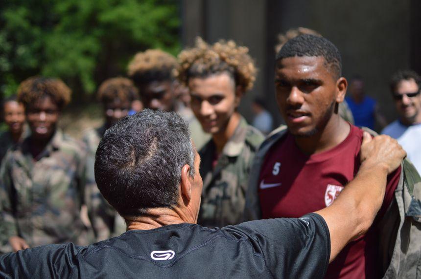 Des jeunes joueurs du FC Metz en stage au 3e régiment de Hussards.