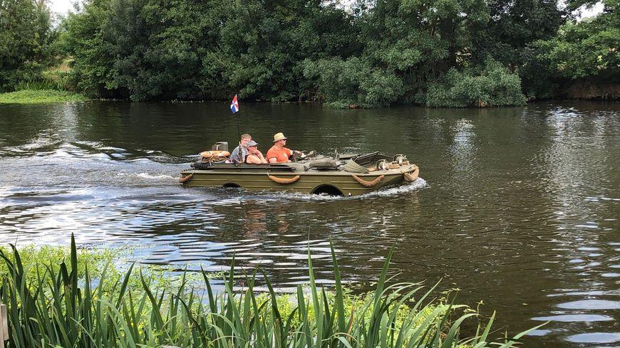 Ils étaient plus de 70 véhicules amphibies ce samedi après-midi.