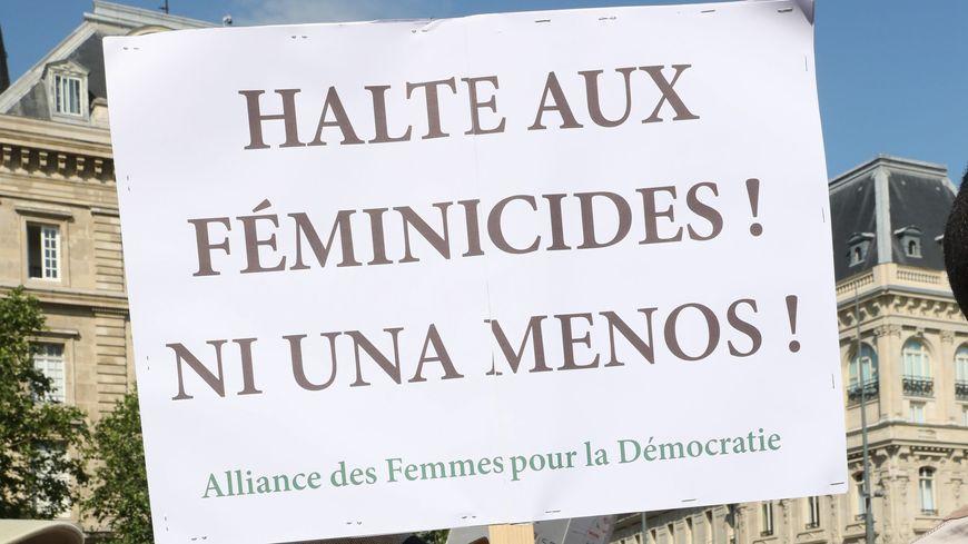 Rassemblement d'associations féministes et de lutte contre les violences faites aux femmes, place de la République à Paris, samedi 6 juillet 2019.