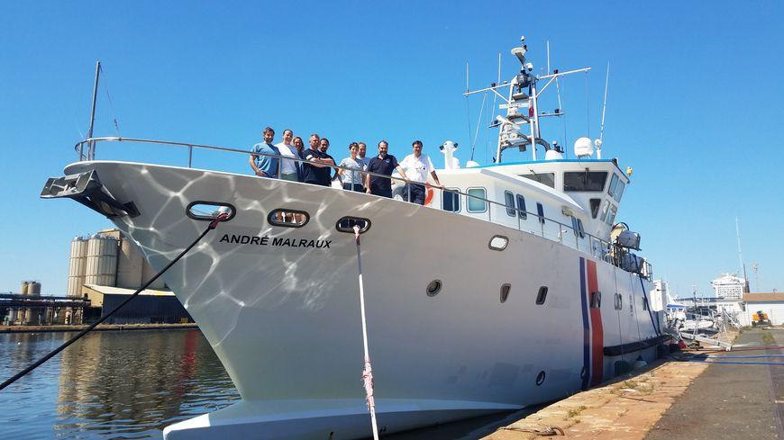 L'équipage du navire André Malraux comprend des marins et des plongeurs, archéologues et photographes.