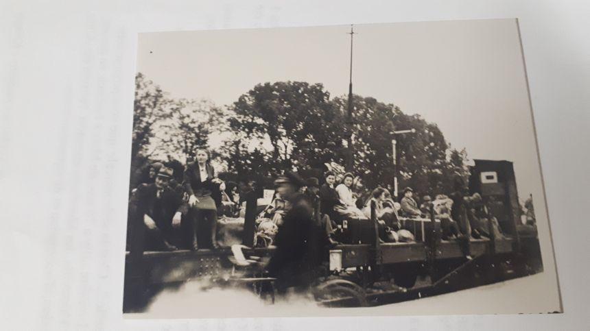 Des civils allemands à Sierck Les Bains avant leur départ de la Moselle annexée